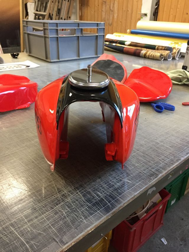 i-race fontfront rossdorf honda tank motorrad folie beklebung wrapping knifelesstape 4